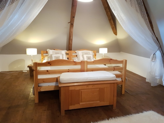 Attic with 2 seperate beds, Chambre Noix