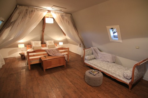 Attic with 2 beds (Chambre Noix)