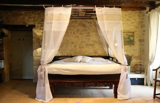 Four poster bed in Chambre Truffe