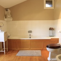 Bath in bathroom, Chambre Figue
