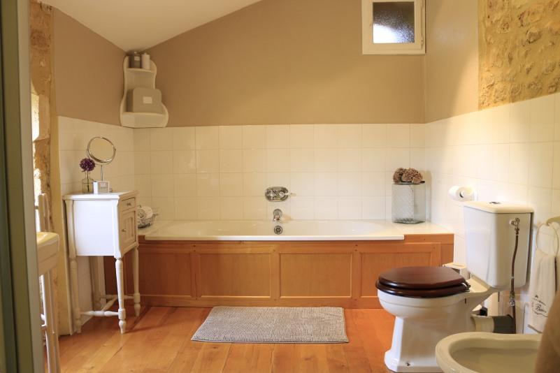 Bath in bathroom, Chambre Figue